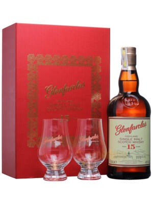Glenfarclas 15 éves Ajándékcsomag 2 pohárral (0,7 l, 46%)