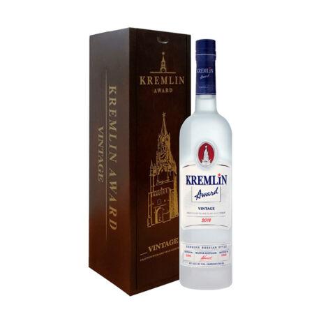 Vodka Kremlin Award Vintage fadobozban