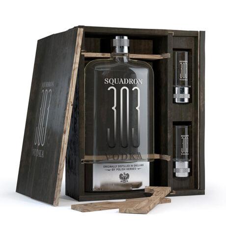 Vodka Squadron 303 Fa díszdobozban 2 pohárral